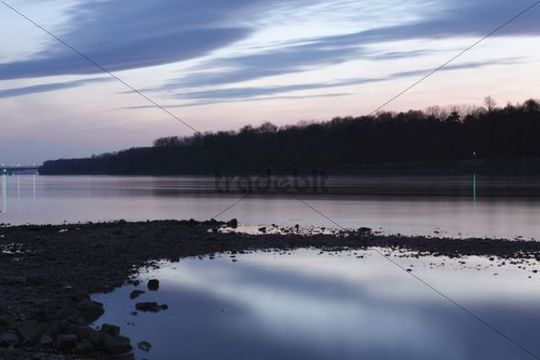 Danube River near Schoenbuehel, dusk, Wachau valley, Mostviertel region, Lower Austria, Austria, Europe