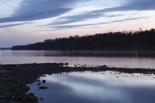 Danube River near Schoenbuehel, dusk, Wachau valley, Mostviertel region, Lower Austria, Austria, Europe