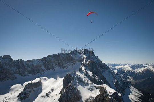 Aerial view, paragliding, Mt. Zugspitze, Garmisch-Partenkirchen, Bavaria, Germany, Europe