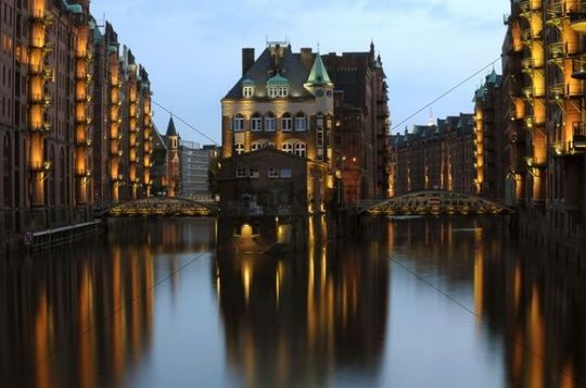Kaffeekontor, coffee warehouse, at dusk, Speicherstadt, warehouse district, Hamburg, Germany, Europe
