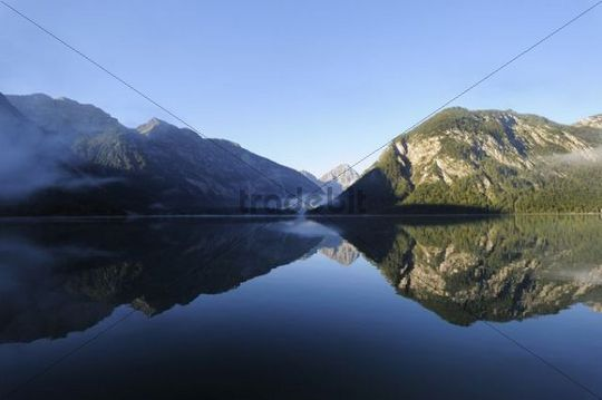 Plansee Lake, Ammergau Alps, Ammergebirge Mountains, looking towards Thaneller Mountain in the Lechtal Alps, Tyrol, Austria, Europe, PublicGround