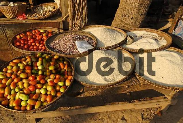 rice and tomatoes on the market of Kyauk Myaung, Myanmar