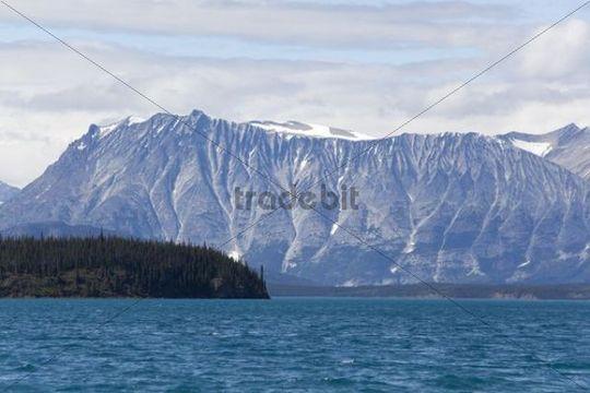 Atlin Lake, mountains behind, Tagish Highland, Mount Fetterly, British Columbia, Canada, America