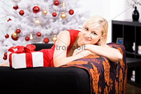Young woman in front of Christmas tree