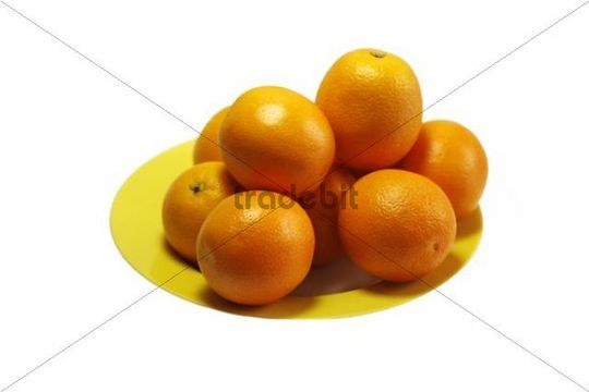 Oranges, juicy oranges on a yellow plate