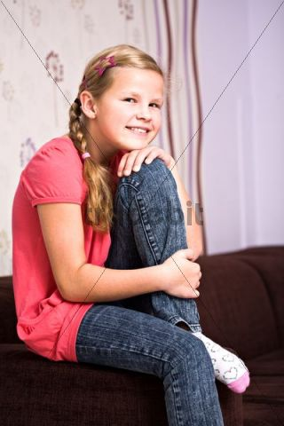 Girl 11 sitting on a sofa download people for Italienische couch