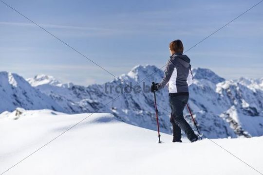 Mountaineer standing on Roethenspitz mountain above the Penser Joch ridge, mountains from around Sterzing at the back, Sarntal valley, province of Bolzano-Bozen, Italy, Europe