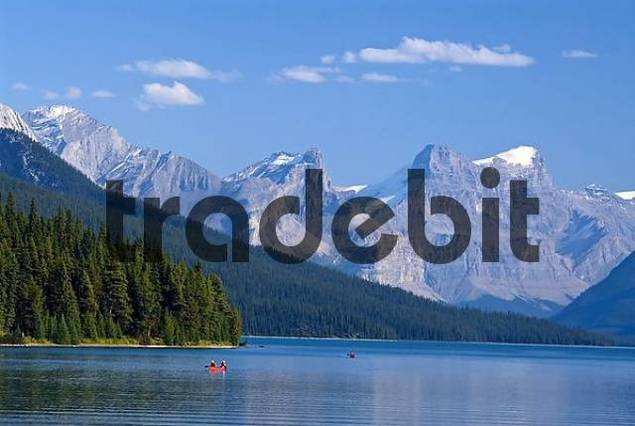 canoes on Maligne Lake with Mount Paul, Monkhead and Mount Warren in the background, Maligne Valley, Jasper National Park, Alberta, Canada