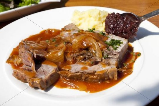 Roast pork with onion sauce, mashed potatoes and red cabbage