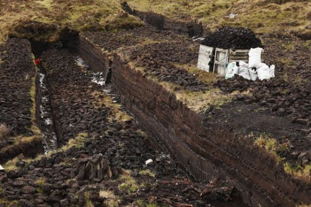 Peat cutting, Glencolumbcille, or Glencolumbkille, County Donegal, Ireland, Europe, PublicGround
