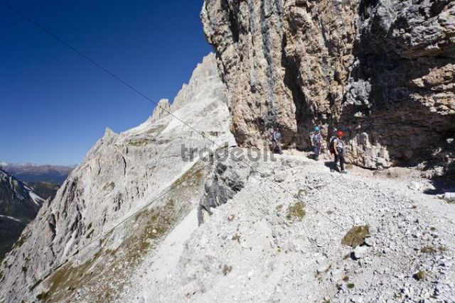 Climbers on the Alpinisteig climbing route, Sesto, Alta Pusteria, Dolomites, Alto Adige, Italy, Europe