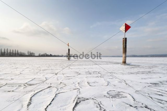 Navigation mark on a frozen Lake Constance with skaters, island auf Reichenau, Konstanz district, Baden-Wuerttemberg, Germany, Europe