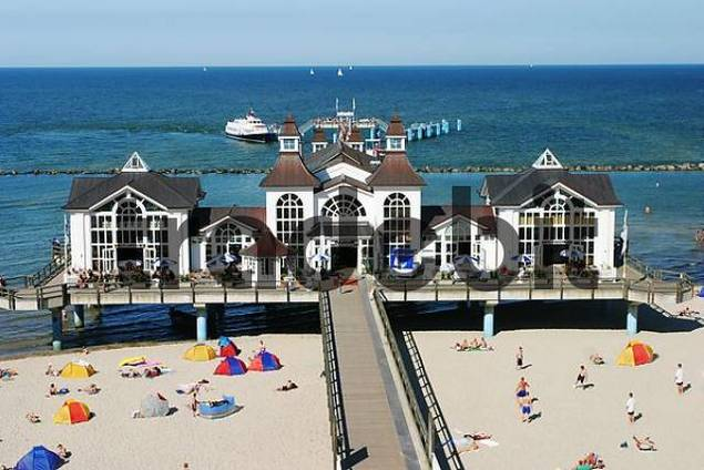BRD Germany Island of Rügen Binz Baltic Sea Spa Beachside Watering People Activities in free Time Seabridge with Restaurant and Quay with Ship Beachchairs