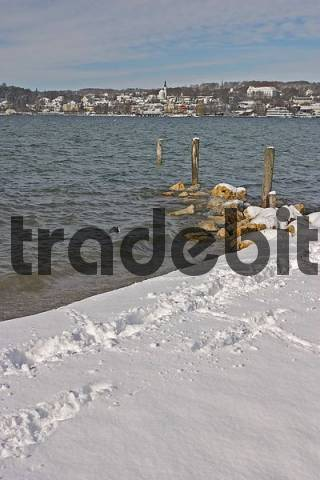 BRD Germany Bavaria Upper Bavaria Starnberg At the Starnberger Lake Winter Picture Footprints in Snow at the Lake with view to Starnberg and the Church with Castle