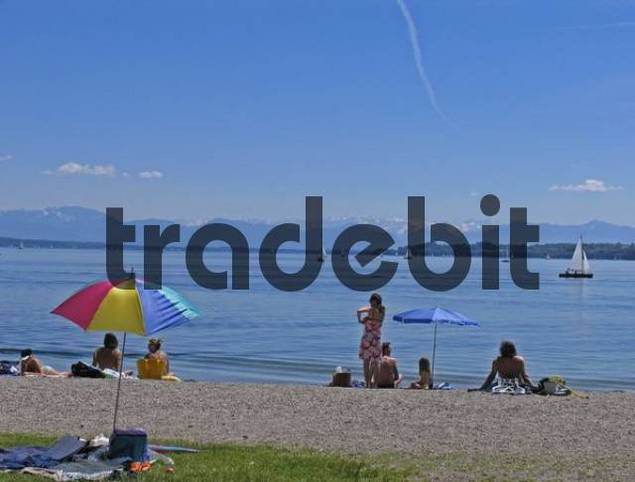 BRD Germany Bavaria Upper Bavaria Tutzing at the Starnberger Lake Holiday Region Recreation Area for Munich Upper Bavarian Watering Lake People at the Beachside Watering Sunshade Boats on the Lake