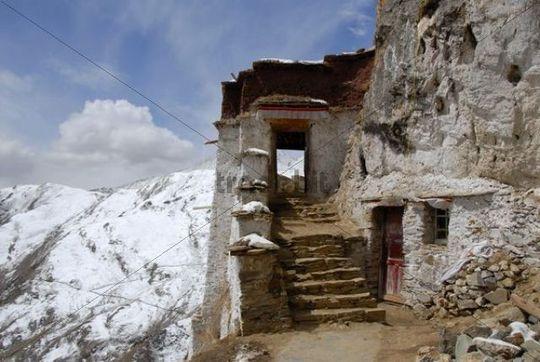 Tibetischer Buddhismus Treppen und Eingang zum Tempel Drak Yerpa Tibet China