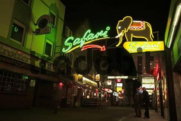St Pauli - Reeperbahn at night - Safari Club, Hamburg