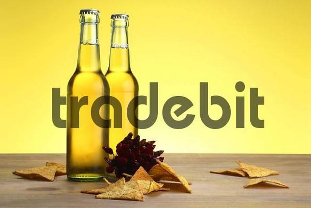 Beer with tortillas and chili
