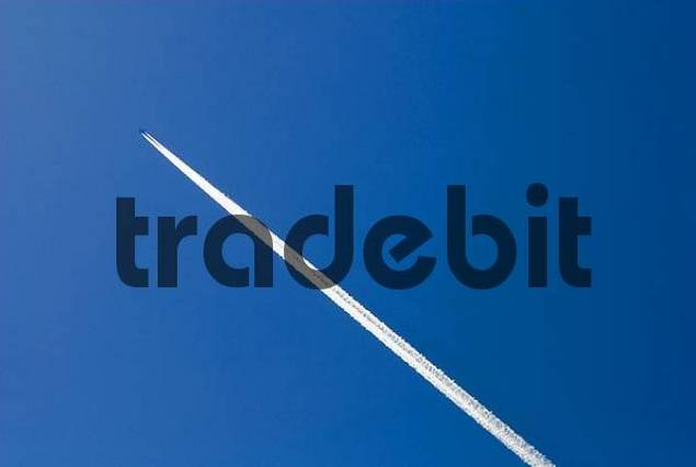 Airliner with vapour trails