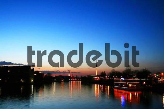 view of the spree, with Kreuzberg Friedrichshain and Berlin-Mitte, Berlin, Germany