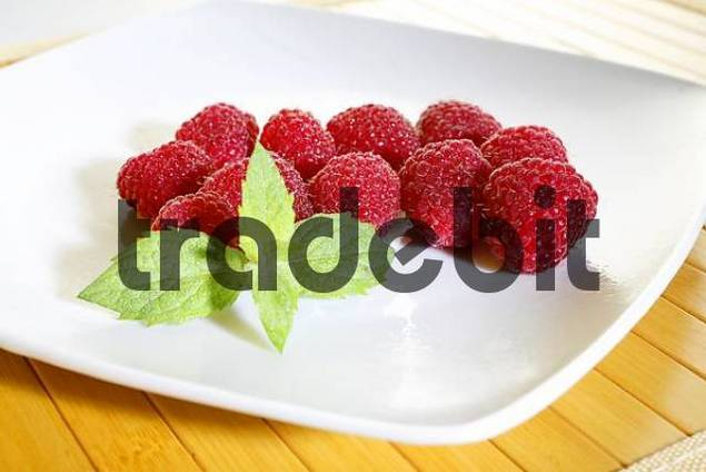 Fresh rasberries, mint