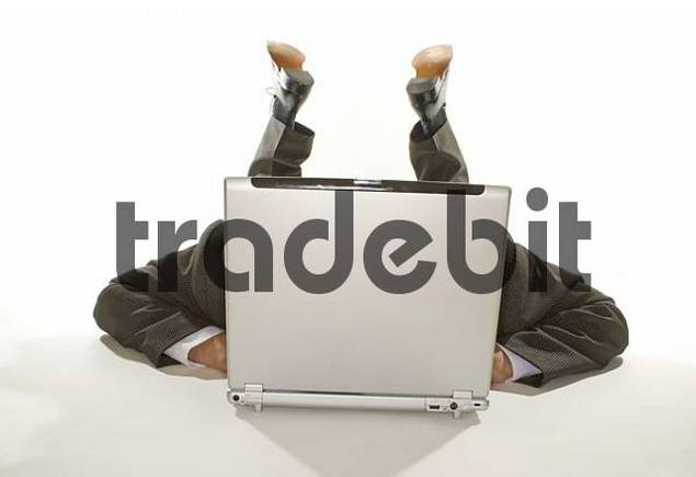 Free business man lying behind a notebook Download thumbnail