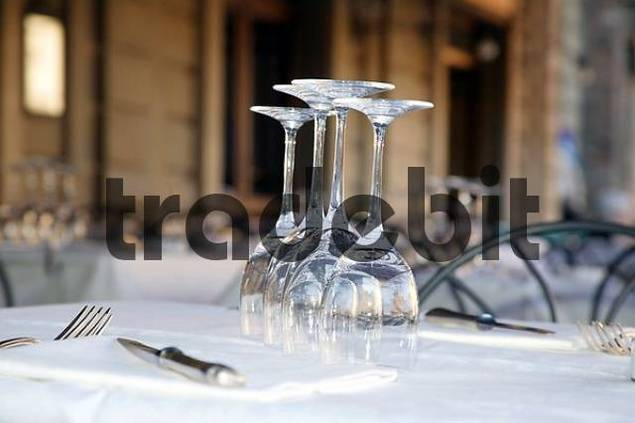 set table with wine glasses