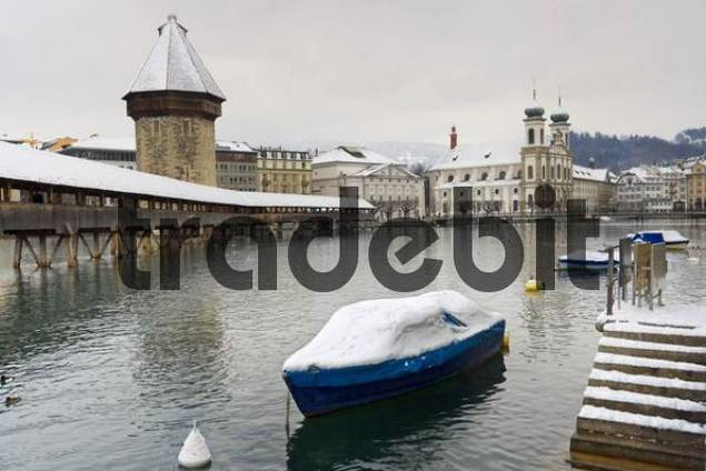 Kapellbruecke over the Reuss, old town, Lucerne, Switzerland, Europe