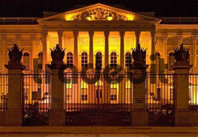 Weisse Nächte, GUS Russland St Petersburg 300 Jahre alt Venedig des Nordens Südfassade von Michailowski Palais erbaut von Carlo Rossi 1819 bis 1825 heute Russisches Museum grö&szlig