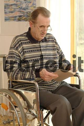 wheelchair user reads