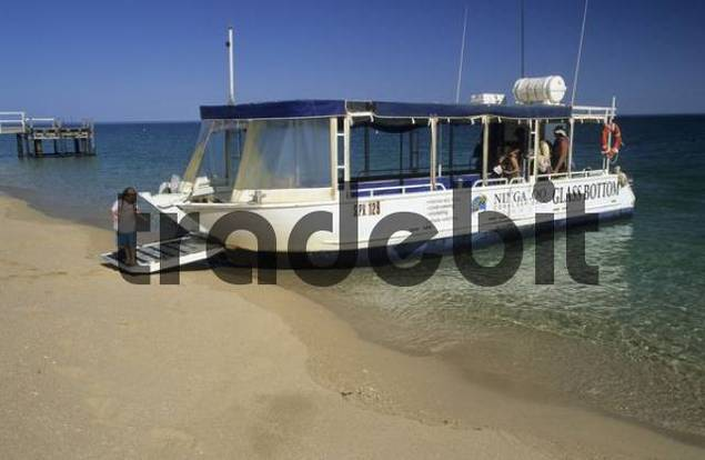touristboat, glasbottom boat on the beach, Exmouth Gulf