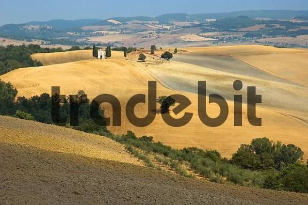 farm and chapel Cappella di Vitaleta, Val dOrcia, Tuscany, Italy
