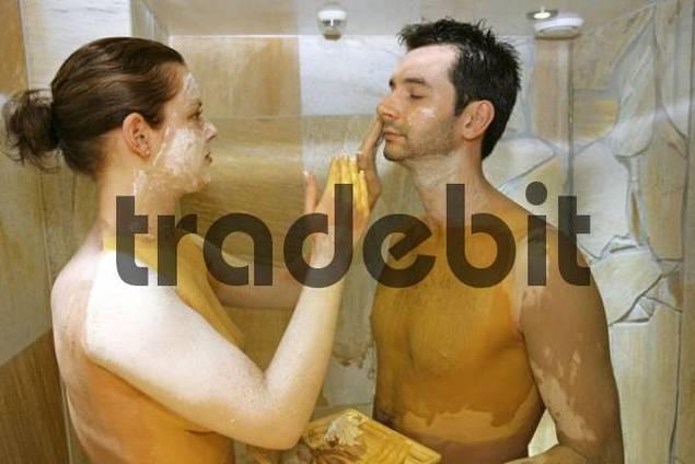 Couple exfoliating, Rasul treatment bath, Germany, Europe - Downloa...