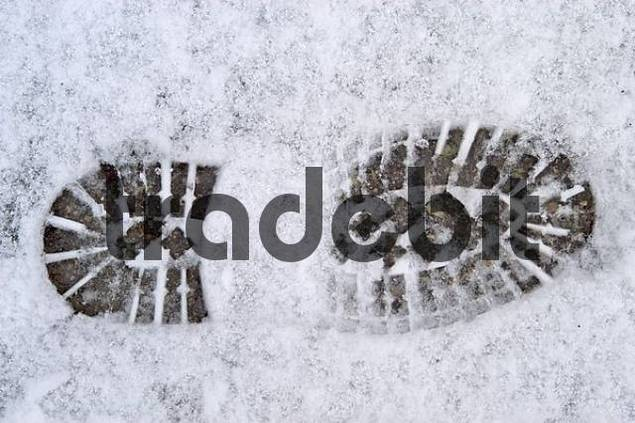 Footprint of a boot with grip sole in the snow
