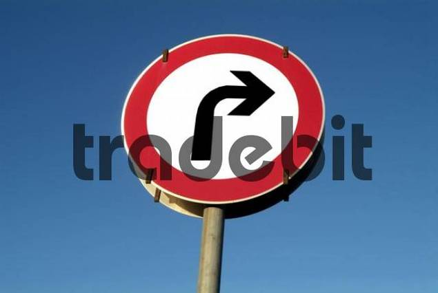 traffic sign turn to ones right