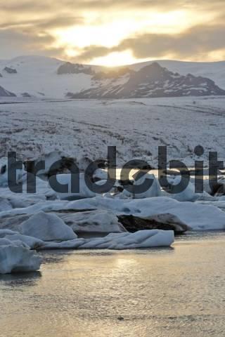 Icebergs with Breiamerkurjoekull Glacier in the background, Joekulsarlon glacial lake, southern coast of Iceland, Atlantic Ocean
