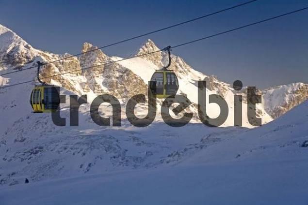 Gondola lift going up to Mt. Zehnerkar, Obertauern, Salzburg Province, Austria, Europe