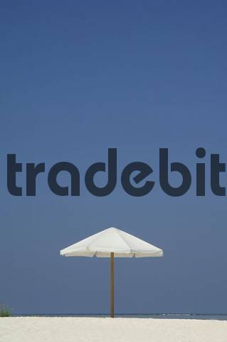 White parasol on the beach, Diffushi Island, Holiday Island, Southern Ari Atoll, Maldives, Indian Ocean