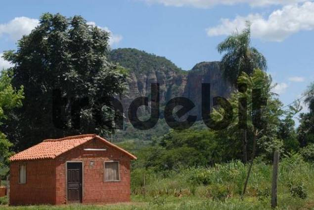 Small unpainted Paraguayan house in front of mountains, Cerro Memby, Paraguay, South America
