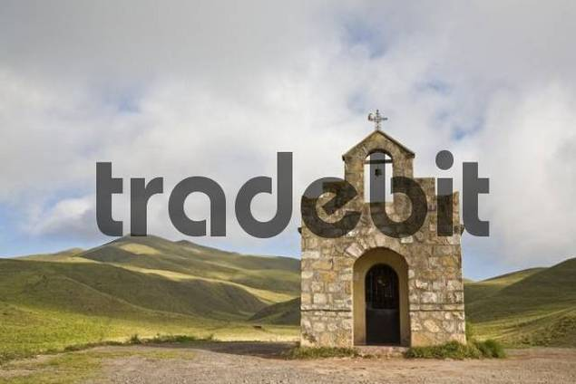 Chapel at the top of a pass, Nationalpark Los Cardones, Argentina, South America