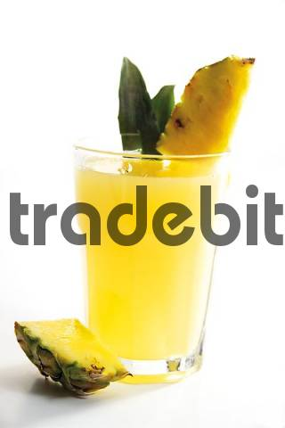 Pineapple juices with pieces of fresh pineapple