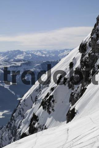 Steep, snow-covered slope and Hohe Salve ski resort in the background, Wilder Kaiser Range, Tirol, Austria, Europe