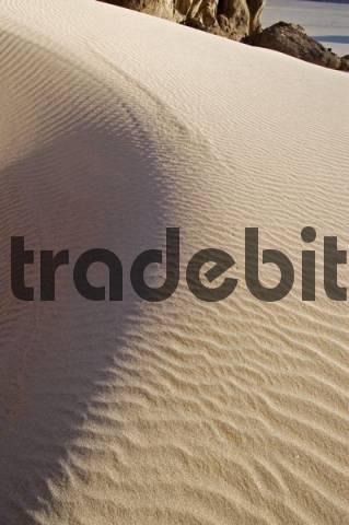 sand dune and rock formations at Jebel Uweinat, Jabal al Awaynat, Libyen