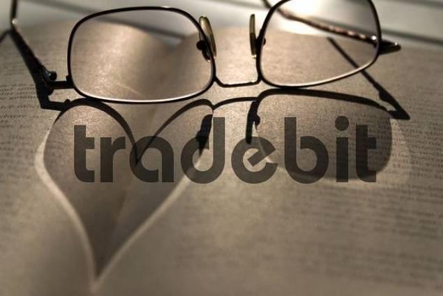 Glasses, heart-shaped shadow