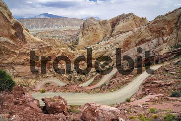 Gravel road alongside the Waterpocket Fold, Strike Valley, Mulay Twist Canyon, Capitol Reef National Park, Utah, USA