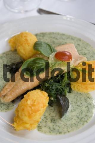 Fresh fish filet served with scalloped potatoes spinach for Creamy sauce served with fish