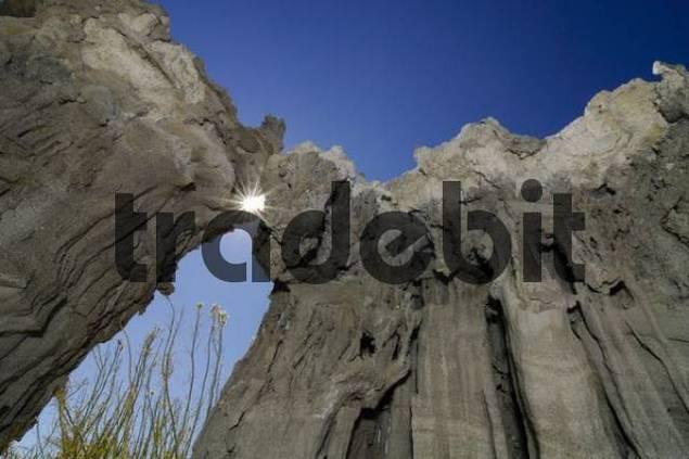 Tuff rock formations, cliffs at the edge of Mono Lake, South Tufa, Lee Vining, California, USA