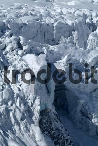 Mt. Grossglockner seen from Franz-Josefs-Hoehe, Glockner Group, Carnithia, Austria, Europe