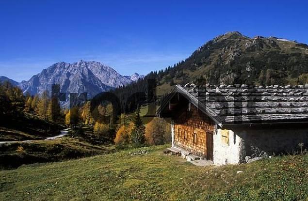 Mount Koenigsberg mountain hut, Mount Watzmann und Mount Jenner, Berchtesgadener Alpen Berchtesgaden Alps, Oberbayern Upper Bavaria, Germany, Europe