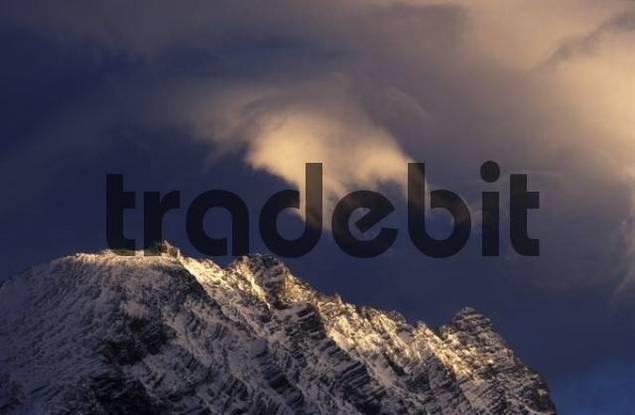 Mount Watzmann covered by foehn wind clouds, view from mount Schwarzeck, Berchtesgadener Alpen Berchtesgaden Alps, Oberbayern Upper Bavaria, Germany, Europe